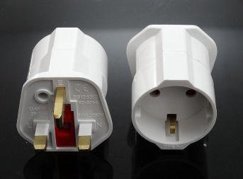 Synergy 21 LED Adapter Netzteil UK->D 3-polig auf Schutzkontakt